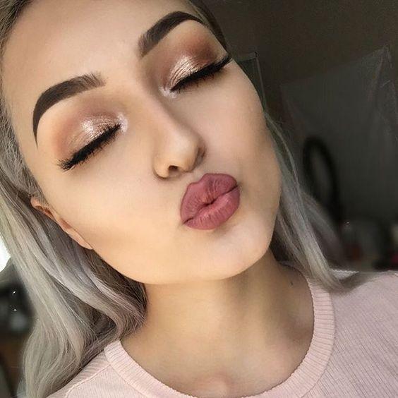 Applying Eyeshadow And Eyeliner