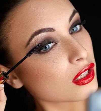Applying A Mascara