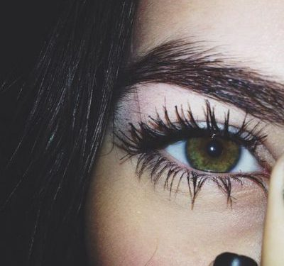 How To Apply Mascara And Curl Lashes